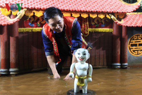 Phan Thanh Liem modifies traditional puppetry