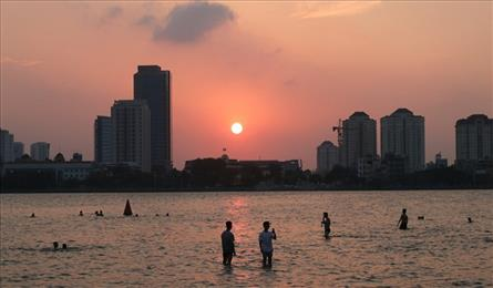 Hanoi's West Lake becomes a swimming pool in hot weather