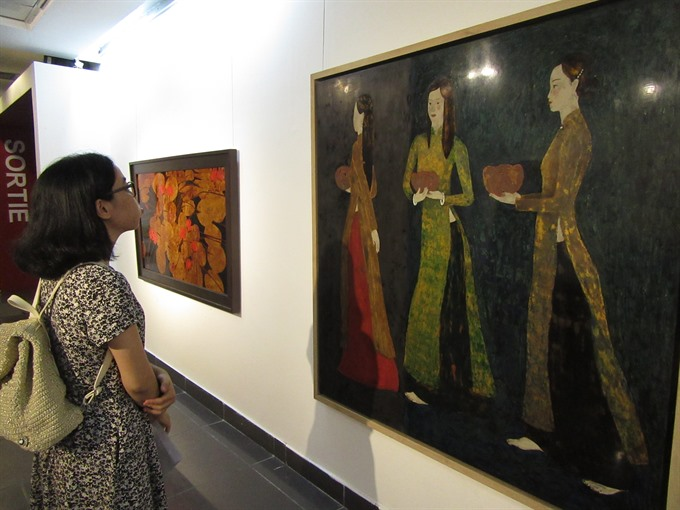 Lacquer paintings honour VN beauty