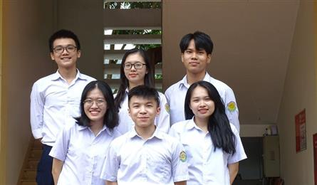 Lao Cai students offered VND20bn in scholarships