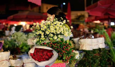 HCM City flower market to be reopened despite social distancing