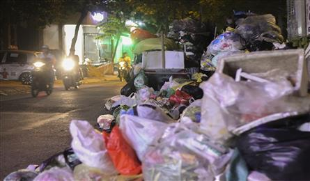 Hanoi waste treatment complex dispute sees rubbish pile up