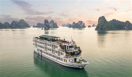 Ha Long tour boats at risk of closing due to lack of customers