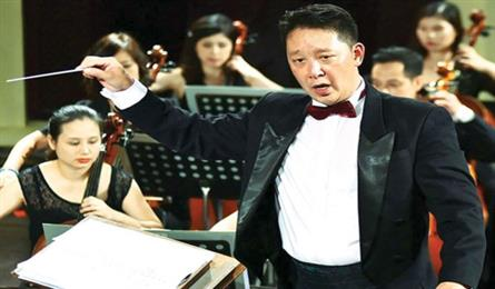 Conductor Le Phi, a pride of Vietnamese chamber music