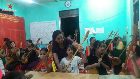 Sli songs of Nung ethnic people preserved by local artist