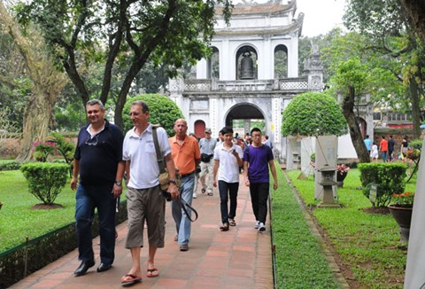 Hanoi to woo tourists with CNN adverts