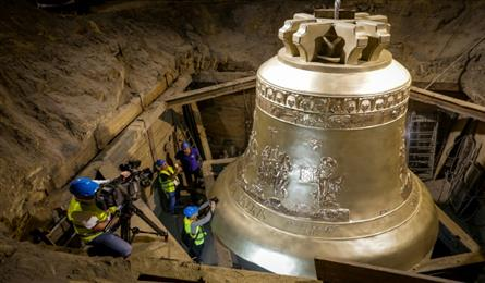 One of world's largest bells unveiled in Poland