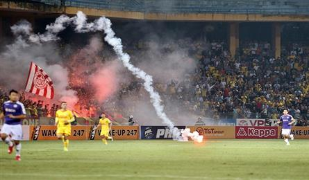 VFF punishes Hang Day Stadium managers after flare incident
