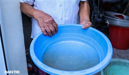 Thousands in Hanoi have to live with contaminated water