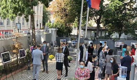 Exhibition highlighting Vietnamese land and people opens in Rumania