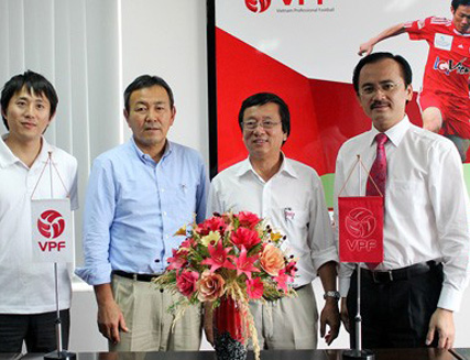 Foreign experts to aid Vietnamese football
