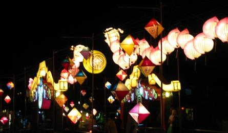 Hoi An glitters with amazing lanterns