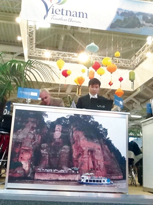 Vietnamese booth displays pictures of China at travel fair DTiNews