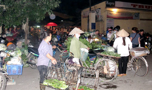 Vegetable traders take advantage of farmers | DTiNews - Dan Tri