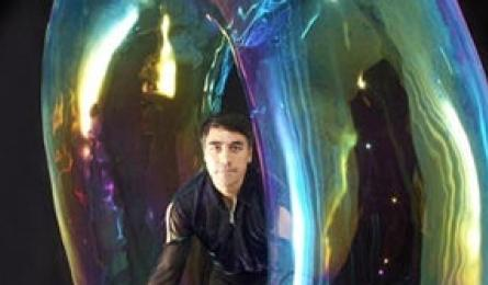 Bubble magician returns for performance and charity activities