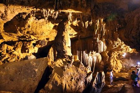Thousand-year old cave gives Cao Bang a splendid beauty