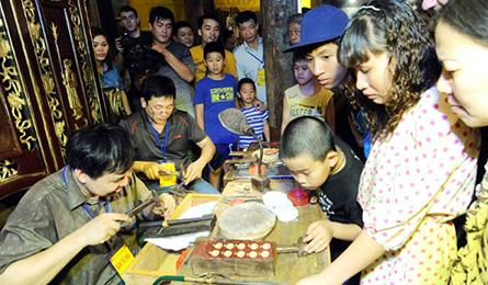 Hanoi tries to revive traditional crafts