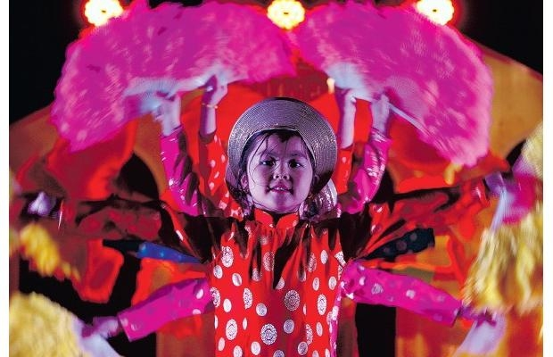 Vietnamese children in Canada greet Year of the Tiger