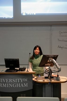 Vietnamese students sharing experiences in UK