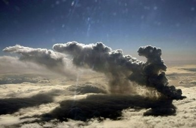 Growing volcano cloud heightens Europe air chaos