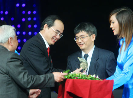 Scientists awarded top prizes at Vietnamese Talent Awards 2009