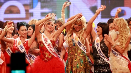 Mrs. Russia crowned Mrs. World 2009