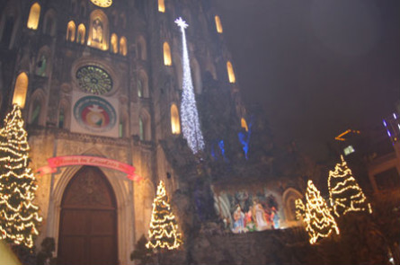 Hanoi's cathedrals take spotlight as city celebrates Christmas