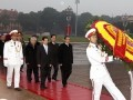 Party Congress delegates pay tribute to President Ho Chi Minh
