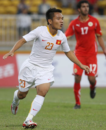 Asian Games football: Vietnam beat Bahrain 3-1 in their opener