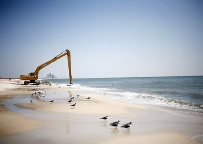 EU plans to hammer oil giants for coastal pollution: source