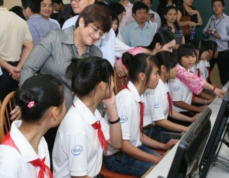 Free computers for disadvantaged students