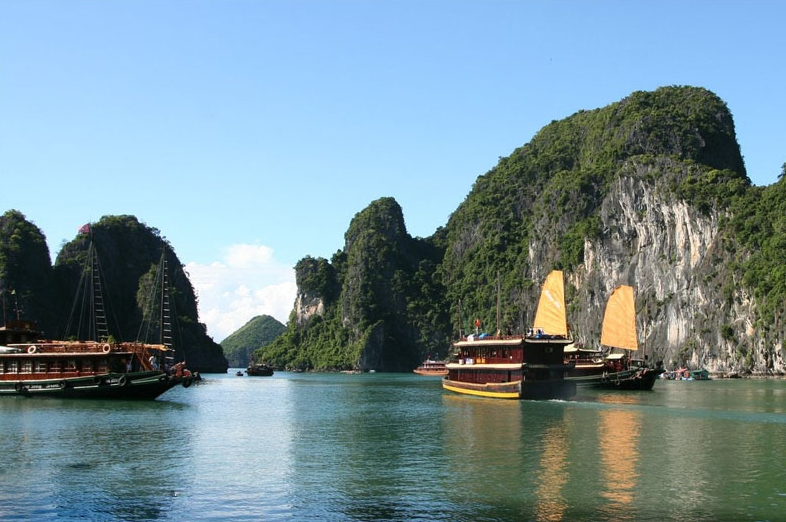 Malaysian tourism minister proposes helicopter tourism for Ha Long Bay