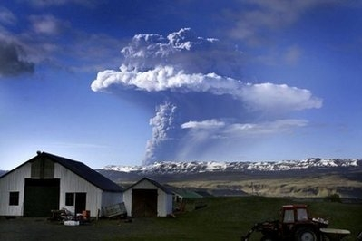 Iceland volcano still spewing ash, Europe threatened